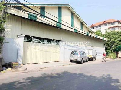 commercial Warehouse for rent in Boeung Trabek ID 140990