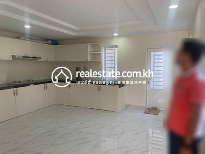 Shophouse for Sale in Nirouth