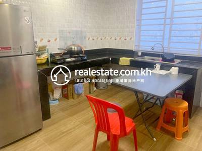 4 Bed, 5 Bath Flat House for Sale in Svay Dankum