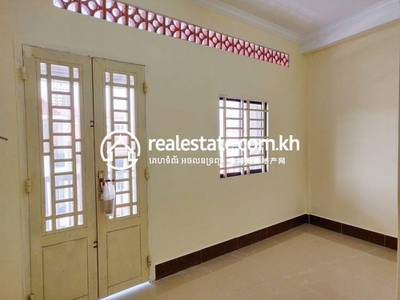 6 Bed, 7 Bath Shophouse for Sale in Tonle Bassac